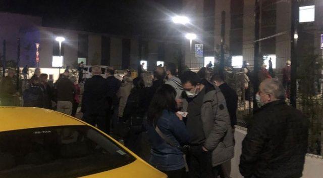 Fahrettin Koca duyurdu, Ankara'da vatandaşlar aşı için sıraya girdi