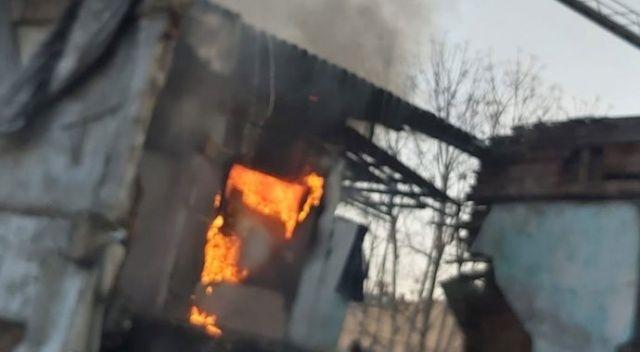 Fatih'te iki katlı metruk binada yangın
