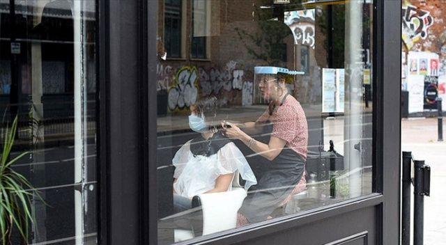 İngiltere'de koronavirüs kısıtlamaları gevşetildi, işletmeler yeniden açıldı