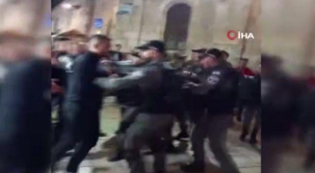 İsrail güçleri, Mescid-i Aksa'da ibadet edenlere saldırdı: 40 yaralı