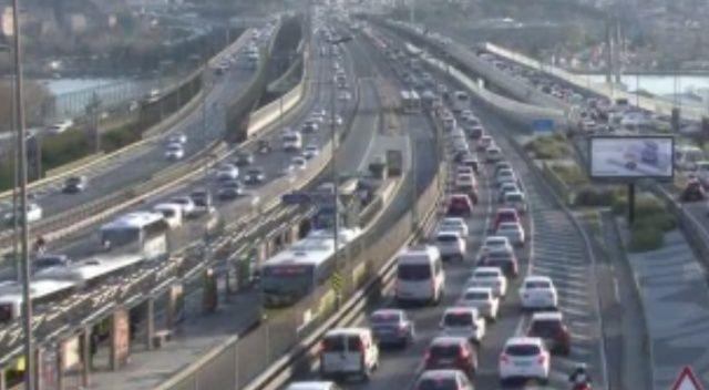 İstanbul'da trafik yoğunluğu yüzde 72 seviyesine ulaştı