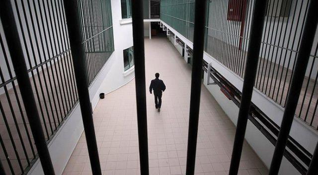 Koronavirüs testi pozitif çıkan bir kişi cezaevi ziyaretinden yakalandı