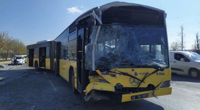 Kontrolden çıkan İETT otobüsü emniyet şeridindeki servis minibüsüne çarptı: 1 yaralı