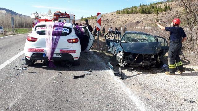 Konya'da gelin arabasının da karıştığı zincirleme kazada 7 kişi yaralandı