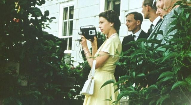 Kraliçe Elizabeth'i hiç böyle görmediniz: Şimdiye kadar yayımlanmamış fotoğrafları ortaya çıktı