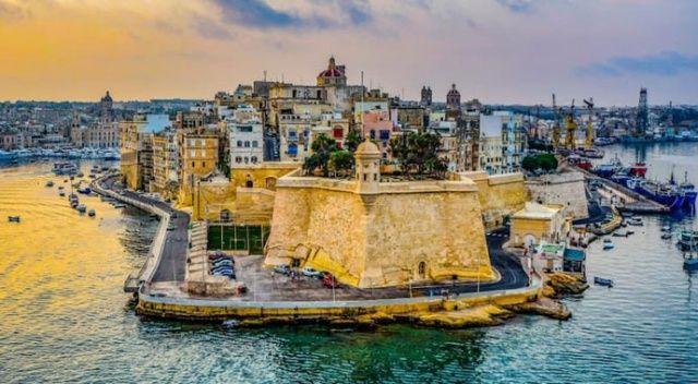 Malta en az 3 gün kalacak turiste  200 avro verecek