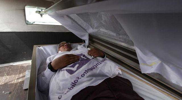Meksikalı vekil adayı Mayorga'dan tabutlu seçim kampanyası