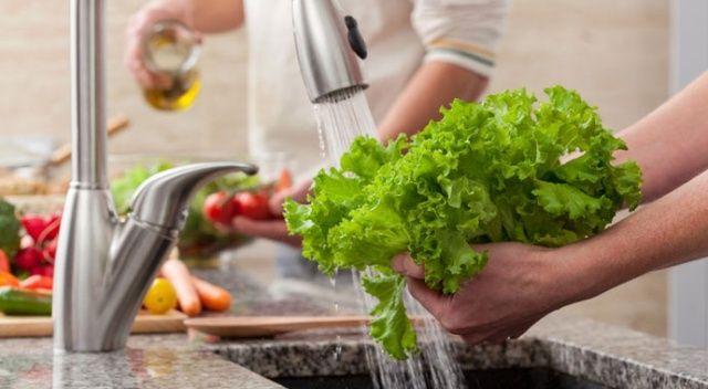 Meyve ve sebzeyi karbonatlı su ile yıkayın