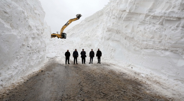 Muş'ta 4 aydır kapalı olan alternatif köy yolu 7 günde açılabildi