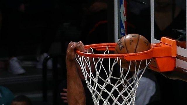 NBA'de Golden State Warriors, Stephen Curry ile kazandı