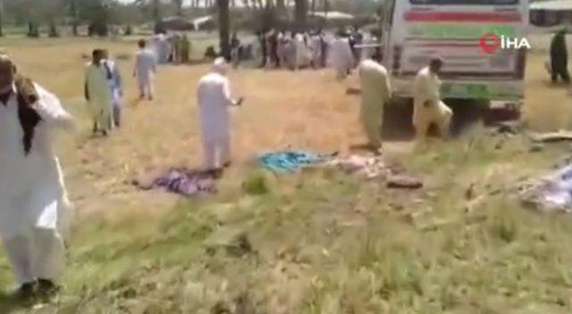 Pakistan'da otobüs ile minibüs çarpıştı: 12 ölü, 20'den fazla yaralı