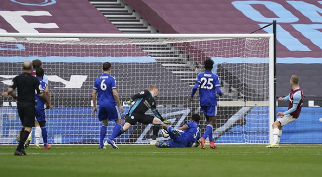 Premier Lig'de Leicester City, West Ham United'a 3-2 yenildi