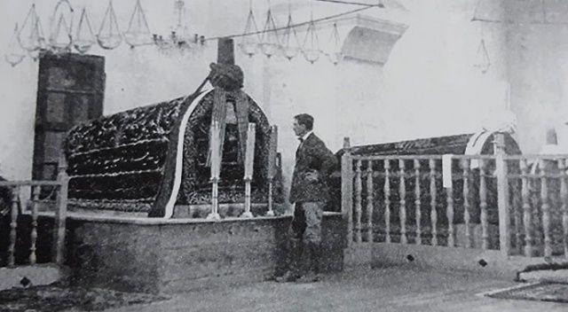 Prens Philip'in babası bundan 100 yıl önce Afyon'daki türbeye çizmeleriyle girmiş