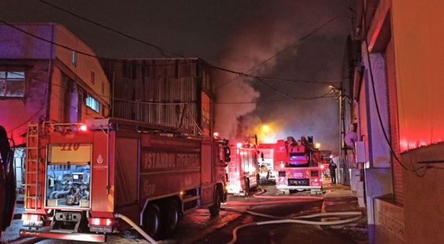 Sultangazi'de mobilya atölyesinde yangın