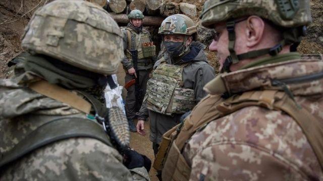 Ukrayna Devlet Başkanı Zelenskiy, Donbass cephesini ziyaret etti