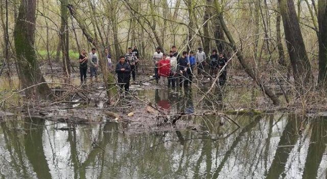 Yunanistan unsurlarınca şiddet gören 30 kişi, Meriç Nehri'nde mahsur kaldıkları adacıktan kurtarıldı