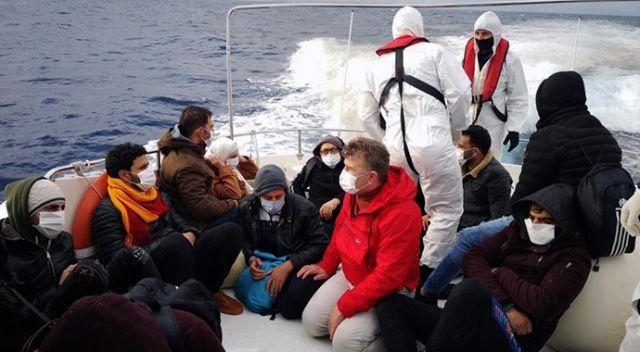 Yunanlılar, 15 göçmen göçmeni lastik bota atıp geri itti