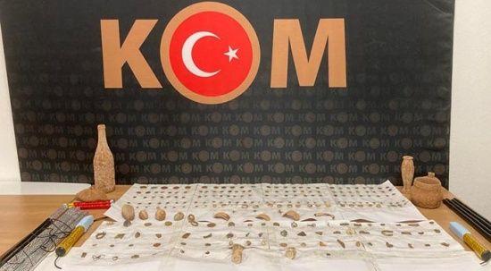 Antalya'da düzenlenen tarihi eser operasyonunda 232 sikke ve obje ele geçirildi