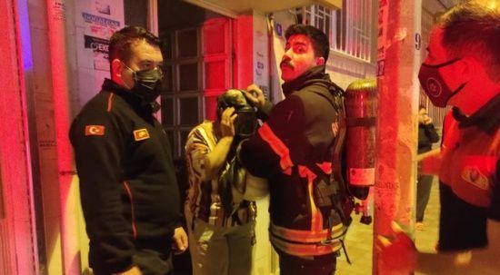 Aydın'da klima yangını apartmanı sokağa döktü