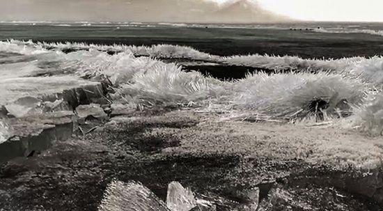 Çıldır Gölü çözülme başlayınca 'kristal göl'e dönüştü