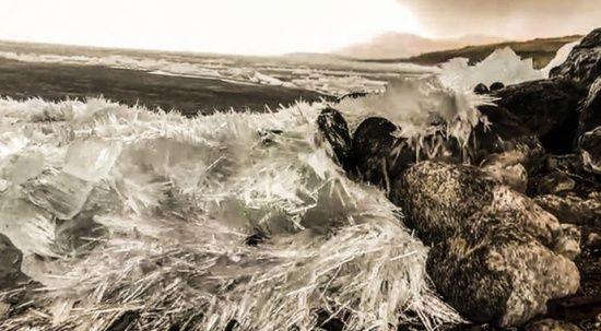 Çıldır Gölü'nde çözülme başlayınca 'kristal göl'e dönüştü