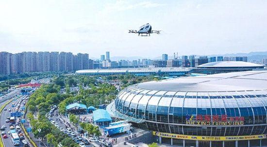 Çin'de sürücüsüz drone taksi uçtu