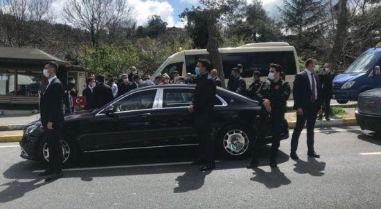 Cumhurbaşkanı Erdoğan, Tarabya'daki minibüsçülerle sohbet etti