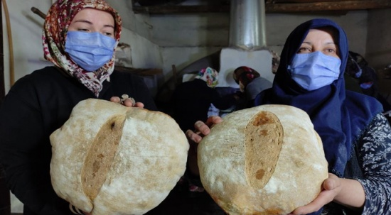 Köyün kadınları ekmek satarak 1,5 milyon liralık cami için katkıda bulundu