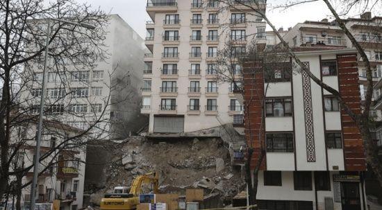 Mansur Yavaş'tan Çankaya'da istinat duvarı yıkılan bina hakkında açıklamalar