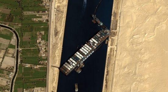 Mısır, Süveyş Kanalı'nın günlerce kapanmasına yol açan gemiyi tazminat alana kadar alıkoyacak