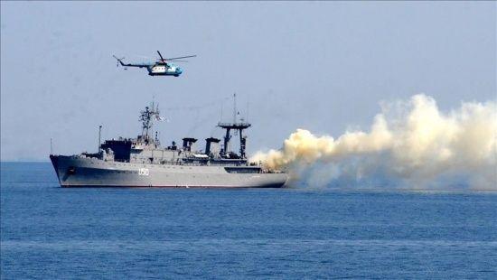 Rus savaş gemileri Karadeniz'de tatbikata devam ediyor