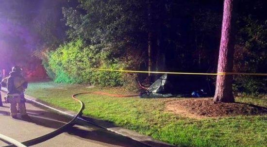 Sürücüsüz Tesla ağaca çarpıp küle döndü: 2 ölü