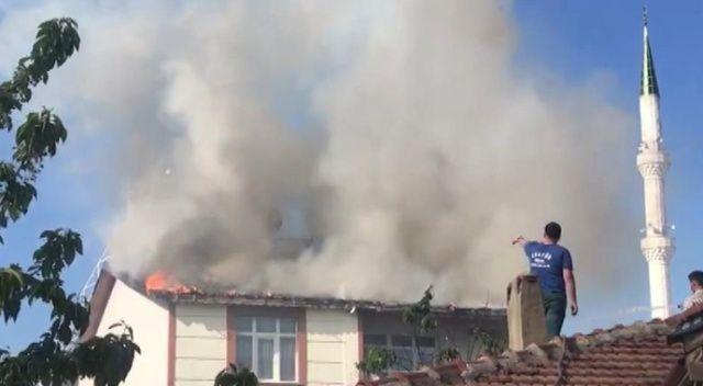 5 katlı binada yangın çıktı, vatandaş sokağa döküldü