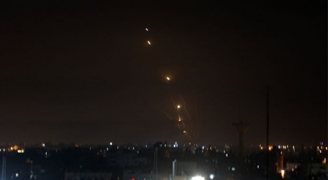 Tel Aviv'de siren sesleri! Abluka altındaki Gazze'den sert cevap
