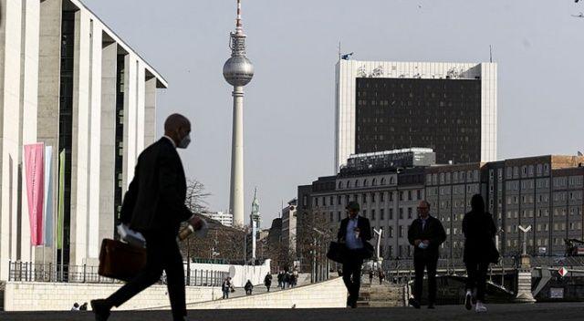 Almanya'da Bakanlar Kurulu aşılananlar için Kovid-19 tedbirlerini gevşetme kararı aldı