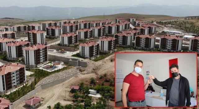 Anahtarlarını alan depremzedeler: Evler harika
