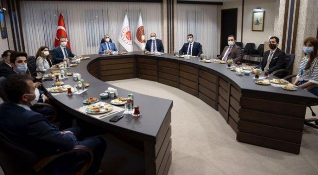 Bakan Gül, sahuru İstanbul Havalimanı'nda yaptı