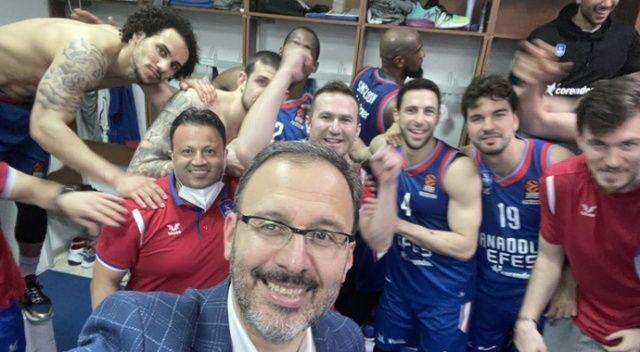 "Bakan Kasapoğlu: ""Final-Four'a kalan Anadolu Efes'i tebrik ederim"""