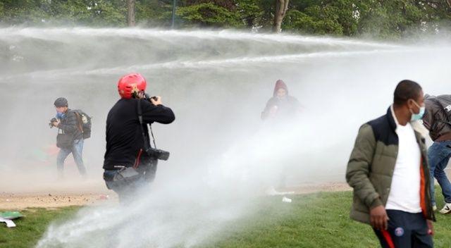 Belçika'da parkta parti düzenlemek isteyen gençlere polis müdahale etti
