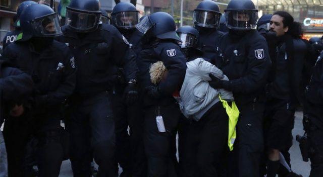 Berlin'de polis ile protestocular arasında 1 Mayıs gerginliği
