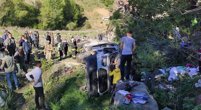 Bingöl'de minibüs şarampole uçtu: 15 yaralı