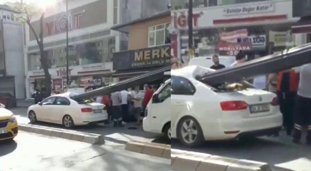 Çekmeköy'de kamyonetin kasasındaki demirler otomobile saplandı
