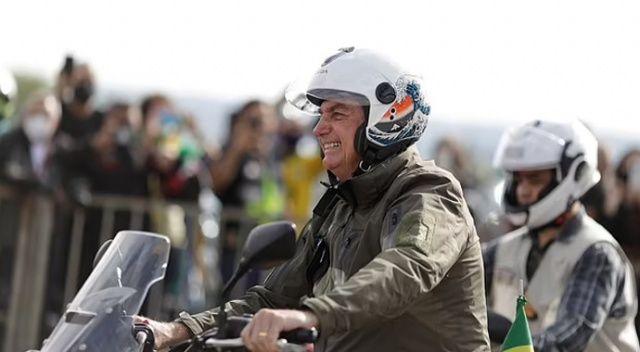 Covid'i umursamayan Brezilya lideri Bolsonaro kalabalık motosiklet etkinliğine katıldı