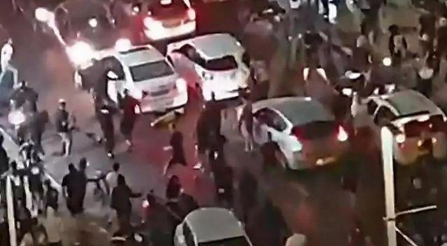Fanatik Yahudiler, muhabir ile kameramana saldırdı