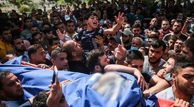Filistinli çocuktan şehit olan babasına acı veda