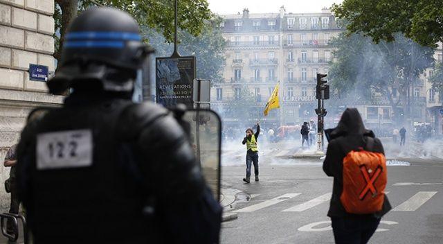 """Fransız emekli askerlerin """"iç savaş"""" bildirisine cevap: Korkaksınız"""