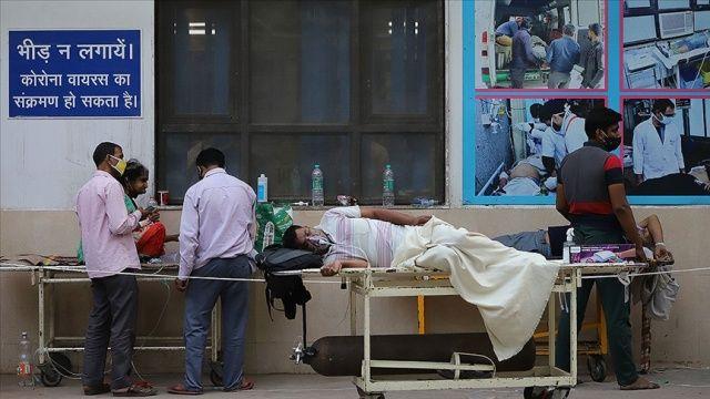 Hindistan'da günlük koronavirüsten ölenlerin sayısı 4 binin üzerinde