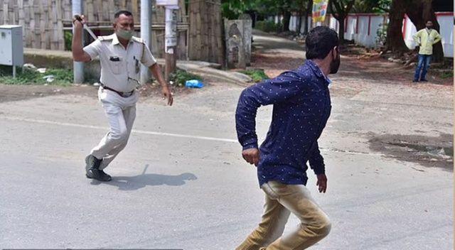 Hindistan'da kısıtlamaya uymayanlara polisten meydan dayağı