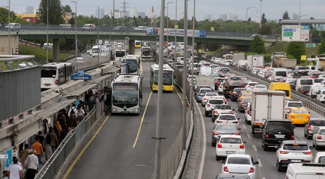 İstanbul'da akşam trafiği! Yoğunluk yüzde 70'i aştı