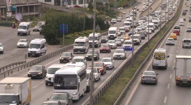 İstanbul'da hafta sonu öncesi trafik yoğunluğu arttı